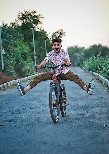 Forget the maps, Follow your instincts. . . . . #AeroSurat #SupSurat #InAero #kartavyamakwana #aeropostale  #aeropostaleXkartavyamakwana #blogger #suratblogger #fashionmodel #influencer #suratinfluencer #suratfashionblogger #plixxoblogger #indianfashionblogger #fashionblogger #style #stylist #campusbloggers #streetstyle #ootd #cycle #joy #happiness