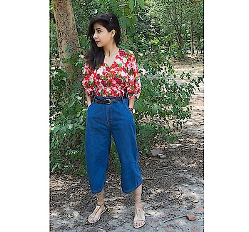 C O M F O R T 🌸 . . . . . . . . . . . . . . . . #diksha  #fromposetocloth  #stalkbuylove#ootd#ootdindian#ootdfashion#fashion#fashionblogger#streetstylestore#pikreviewblogger#plixxo#plixxoblogger#popxofashion#indianfashion#floralfashion#floraloutfit#styling#clothing#fashionhack#summers#summeroutfit