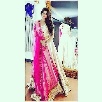 #shootday #indian #weddingdiaries #weddingwear #ethniclove #ethnicwearonline #ethniclove #roposo #soroposo #ropo-beauty #stylishclothes