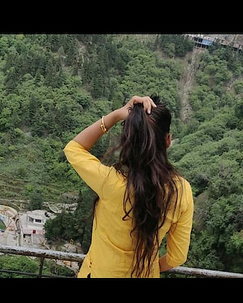 #lovemyhair #hillstation #yellowlove #natural #natural-look #highlight #mussoorie #ziplining #beauty #roposo #longhair #greenery #peaceofmind #peaceful