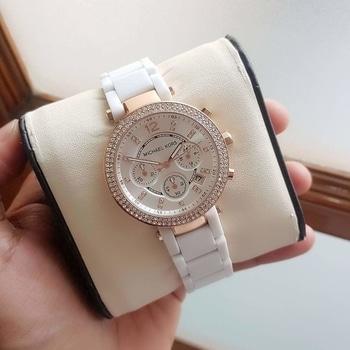 #watchforher  #watch  #chronoworking  #chronowatches  #chronographwatch  #wristwatch #wristwatches #womenswatch  #wristwatchforwomen  GD  FC Watch For Girls... All chrono working...  To order dm or WhatsApp-9157500031