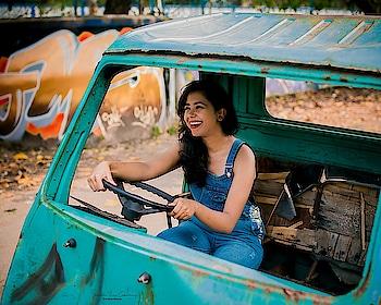 Happy Monday people 🙏🎪 📸 @suchetanaroychowdhury  #mondaymotivation #monday #kolkata #kolkatablogger #kolkatafashionblogger #delhi #streetstyle #streetphotography #indianblogger #india #photography #portrait #browngirls #insta #instagood #instadaily #instamood #instablogger #instagram #wiw #outfitinspo #outfitoftheday #fashion #fashionblogger #style #styleinspiration #cityofjoy #smile
