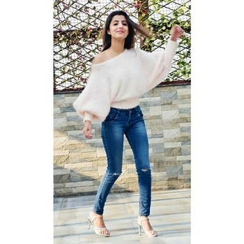 Casual comfy vibes... Boohoo is for girls who OWN the style, You can never go wrong with blue ripped denim and skinny crop off shoulder top also how lovely these Pearl white heels👠👠 . . . . . .  Tap to see the details👆👆 #fashionblogger #fashion #picoftheday #fashiondetails #skinny #blue #blondhair #highheels #winter #season #wintervibes #winterpic #lovelyDay #happyme #girlboss #delhiblogger #delhigirl #bloggerlife #cutielife . . . . Top @hm  Jeans @forever21  Heels @stelatoesindia 📷Photography @manan_photographer