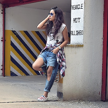 When you have shit load of images to edit and Photoshop suddenly grows a brain of it's own! Here's another one from the archives till I get my editing tools fixed. #happysundayeveryone ❤️ . . . . . #streetfashion #jeans #denimlovers #rippedjeans #casualstyle #blogger #fashionbloggerindia #bloggerstyle #inspiringoutfit #diyjeans #crocs #comfortableshoes #soroposo #roposo-style #mood #wow #like #roposostar #streetstyleinspiration #streetstyleindia #ropo-love #roposogal #followme  #bangaloregirl #bangalorefashionblogger