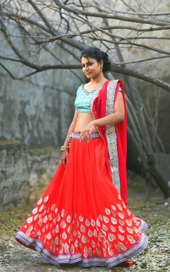 Nail that twirl in this flowy lehenga from LibeRent! Book now and get a 10% discount use coupon code lirisec10 #rentnow #liberent #fashion #rentlehenga #rentlehengas #twirl  #lehengas