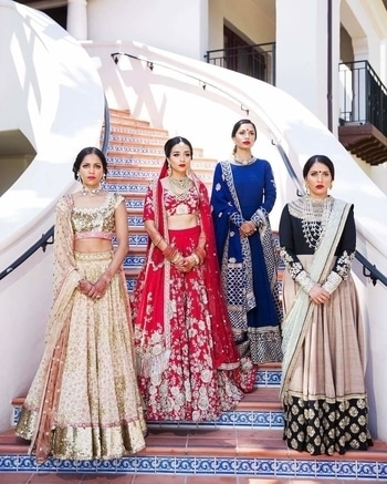 Not shy, go bold!!!  How about showing off your gang's boldness just like this?  Amazing shot by dukeimages  #WedLista #FashionForWeddings