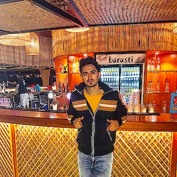 A chillout weekend day after a hectic work week !! #barasti #barastibeach #chill #peace #livelife #travel #traveller #beachlover #party #drinks #fit #fitness #weekend #jacket #zara #tshirt #bershka #mensfashion #pose #valentines #roposo #dubai #dxblife #uae #mumbai #indian #sajansinghrawat