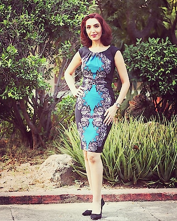#TipsbyTina: Easy ways to look slimmer instantly !                                                                         Wear clothes worh darker colour blocking on the sides. My Teal dress has black side panels which makes me look narrower than i am! . . . #Fashiontips #styletipoftheday #tipsntricks #findyourfashion #image onsultant #groomingexpert #styleconsultant #trainer #tinawaliaIC #roposostyleblogger #ropo-style #ropo-post #ropo-girl #ropo-fashion😊