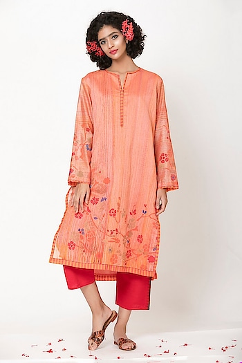 Featuring a #coral chanderi #tunic with #print detailing by Krishna Mehta : https://www.indiancultr.com/designers/krishna-mehta #love #beautiful #India #IncredibleIndia #wow #amazing #artisan #instagood #want #neednow #inspiration #Indian #traditional #makeinindia #instalove #instalike #photooftheday #webstagram #follow #repost #shoponline #apparel