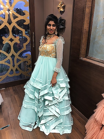Gorgeousness!! #archithanarayanamofficial #bridalcouture #bloom #gowns #tulle #layers #subtle #colours #embellished #stunner #masterpiece #gorgeous #sangeet #reception #wedding #polkijewellerybytyaani