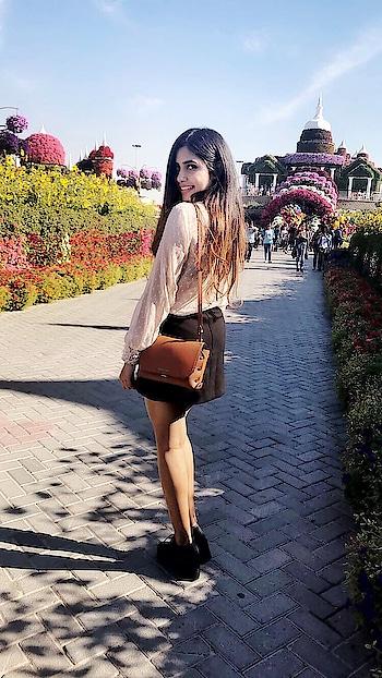Let's go where we feel the most alive #Dubai2017  #indianblogger #fashionblogger #indianyoutuber #indianfashionblogger #youtuber #fashionphotography #ootd #picoftheday #featureme #followme #thelifehatke #travelphotography #dubai #dubailife #kritisingh #30k #30kfollowers