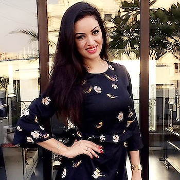 """""""A smile is an inexpensive way to change your looks"""" good morning have a nice day 😘😘😘 . . . #quote #quoteoftheday #goodmorning #smile #tbt #zara #model #bollywoodactress #maryamzakaria #dress"""