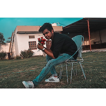 Love is the flower you've got to let grow 🌹 . . . . . . . . . .  #ootdfashion #fashionstylist #hot #mensfashionreview #mensfashionpost #fashionformen #maleblogger #gentlemen #magzine #boys #instagood #photoshop #postoftheday #model #menslook #mensstyling #iphone