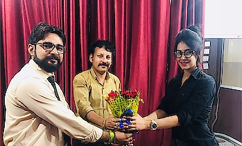 """Welcomed by """"PRIME NEWS"""" in Jaipur followed by an interview 😇☺️💐 #welcome #tvceleb #bouquet #primenews  #jaipur #rajasthan #newschannel #office #newsanchors #interview #upcomingprojects #movie #shooitng #salasar #salasarbalaji #salasarbalajitemple #actorslife #artist #actor #shooting"""