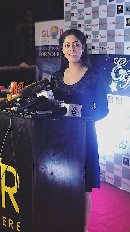 Last night for Expandable Awards 2018! . Managed by- @mapleleavesmedia  Assisted by super cool girls - @kareenahazari @radha_thakkar  Outfit- @hm  Makeup- @vinitbagel  #expandablesaward2018 #officialgarimajain #awardnight #sundaynight #mediaawards #best #journalist #ceremony #media  @global_advertisers @pvrcinemas_official @shreegangour_group @ajhaglobal @srivastavariteshkumar