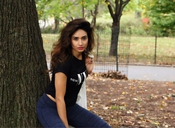 Stay strong, be positive. We all struggle sometimes.#life#positivevibes #blessed#pose#smile#behappy#gap#h&m#newyork