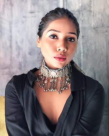 Beautiful Monster ❤️ Style & Makeup by me 🙈 . . . . . . . . #angelmstyle #beautifulmonster #jewelrydesign #choker #chokernecklace #indianchoker #designerjewelry #makeuplovers #instagraminfluencer #fashioninfluencer #delhiblogger #mumbaiblogger #indianfitnessblogger #delhifitness #delhibeautyblogger #makeuplovers #spreadlove #like4like