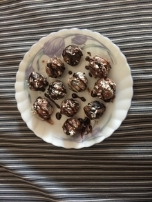 Hii guyz...chocolate truffles with dash of chocolate syrup ...made by my lil sweetu cheff my daughter ....she is jss awssm n it's looking tooo yummy...all r invited...appreciation  appreciated ❤️❤️