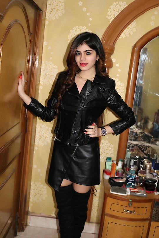 #fullleather #leather #jacket #leatherjacket #leatherskirt #allblack #black #allleather #loveblack #loveblackoutfit #blackoutfit #thighboots #thighhighboots #highboots #boots #heels #blueeyes #lenses #blue