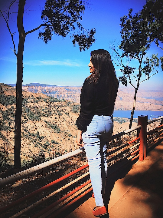 """Good Morning from beautiful valleys of Mahableshwar !!! : : """"Because in the end, you won't remember the time you spent working in the office or mowing your lawn. Climb that goddamn mountains """" : #travel #travelphotography #travelblogger : : : #wanderlove #travelvlogger #punebloggers #punekar #punetravelblogger #indiantravelgram #sheisnotlost #wearetravelgirls #girlpower #mountain_world #mahableshwardiaries #thevalleys #indianblogger #indiantravelblogger #mahableshwar #mistymorning #loveyourself #naturelovers #lost_world_treasures #sheisbeautiful #beautifulworld #exploretocreate #exploretoinspire @maharashtra_ig @maharastratourism #powergirllll #byebye2018cmt #maharastra_ig #maharastratourism #roposoblogger #roposo-makeupandfashiondiaries #roposotraveldiaries #roposotravelblogger"""