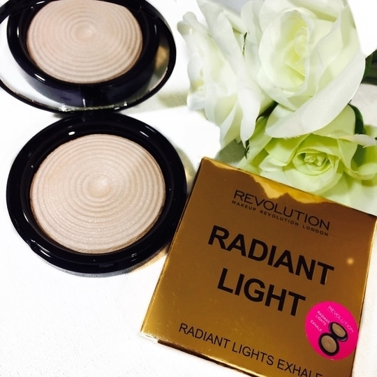 Hey friends, I bought this highlighter from #makeuprevolution it's just simply amazing. The quality is great at such a low price. A must have in your kit.  #affordablemakeup #fashionblogger #beautyblogger #indianyoutuber #youtubechannel #stylefromcloset #roposo-makeupandfashiondiaries  #makeup