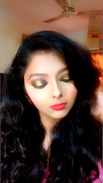 #smokeyeyemakeup #redlipstick#shimmer makeup ##redlips #heavy #contour  #highlight #studiofix #rubywoo #makeupartist #mumbaifashion
