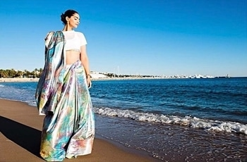 @sonamkapoor just can't get wrong with fashion @hcpkanika . . #hercreativepalace #bollywoodstar #bollywood #bollywoodblogger #bollywoodinhollywood #cannes2017 #cannesfilmfestival #lifeatcannes #sonamkapoor #fashion #fashionable #desilook #traditional #withatwist #saree #rightlyfashioned #gorgeous #cannes #hcpkanika