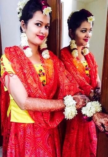 I don't think there's any girl who's not admired the stories of Shakuntala..blessed was I to live that feel on my Haldi ceremony..💁🏻  #throwback #wedding #weddingdiaries #indianweddingfashion #indianweddinginspiration #desiswag #desigirl #selfdesigned #haldiceremony #florallove #floraljewelry #bridaltrend #bridesofindia #bandhaniprint #mirrorwork #pompom #roposogal #fashion bloggers #fashionista