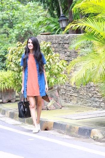 #DHBlog #inspire #vintage #trend #new #oldworldcharm #oldworld #love #my #favourite #place #love #follow #like #like4like #blog #blogger #beautiful #indianblogger #indianbloggercommunity #pune #india #streetstyle #street #style #tshirtdress #shortdress #layering #layer #denim #denimjacket #denimdress #choker #sneakers #primark #bag