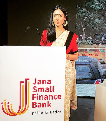 CNBC and Jana Bank support underprivileged women by financing them. Turning tea sellers to inspiring business women :) I'm Grateful to felicitate this event 🙏 #hosting #anchor #emcee #liveevents #cnbc #tv18 #janabank #janasmallfinancebank @janabank @cnbc