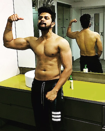 #be #fit #be #hit 😅 . . . . . #love #naturephotography #alcohol #happy #weekend #happy #goodnight  #goodmorning #post #picoftheday #gymholic #fitness #gymlife #lover #follow4follow #instagram #followforfollow #like4like #likeforlike #instagood #do #good #look #good 😍😘 #sachindarekar