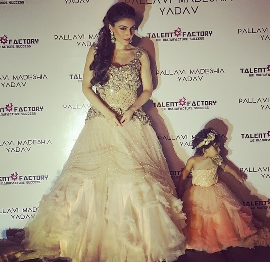 Me and mini me !! #princessdiaries #gown #roseembellishedgown #pastelpink #princesscut #aboutlastnight