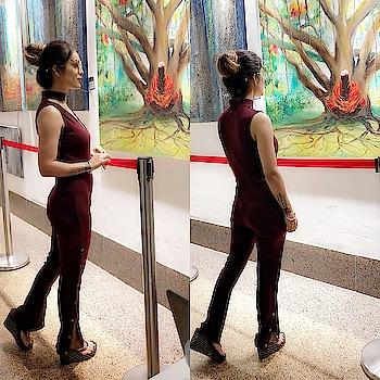 Art Speaks Where Words Are Unable To Explain ... 😍😍💖 : #admiring #beautiful #art #painting at #infinitimall #artgallery #colourful #amazing #paintings #beauty #love #beautyallaround #randomclicks #happyevening #paintingoftheday #nehamalik #model #actor #blogger #mumbai