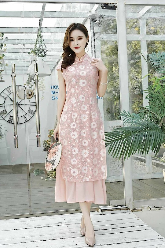 """Myx *Party wear heavy long kurti with embossed lace work*  *RATE* - - *1499+ship*😍 *Shipping*--100  *SIZE* - - fits upto 38 bust *FABRIC*- Above embossed lace work with chiffon attached  *LENGTH* -47"""" 📌Stock in hand 📌 *READY TO SHIP*  ❌❌❌❌❌❌❌❌❌❌"""
