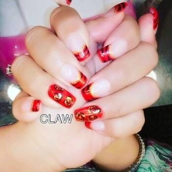 Red nails❤️ #simpleandclassynails#weddingreadynails#chicnailsfashion#nailartswag#prettynailsrock#nailart#nailartaddicts#fashionbloggerindia#fashiondiaries#stylestatement#nailsalon#nailstudio#claw#bestylish#delhitrend#delhifashion#getclawed💅💅