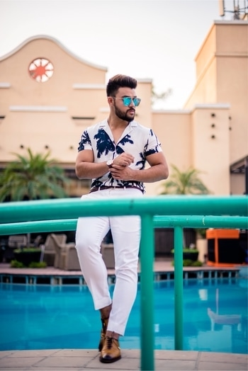 Here goes the full look! 💣 Wearing @escarolife Shoe game on point ✌🏽 . . Location Courtesy @tivolihospitalitygroup and @amaantradecor . . . #content #ootd #prints #hawaiian #beachwear #classy #casuals #poolparty #influencer #fashion #blogger #newdelhi #menwithbeards #mensfashion #shoegame #luxury #locations #shoes #basicallymenz #casualwear