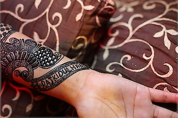 Mehendi ahaan Mehendi #bridegoals #bridalmehandi #hashtaggameon #rajkidulhania #KingkiQueen #hennadesign #hennainspiration #swagmeradesi #daminichoudhary #mehendigoals #mehendionhands #mehendiloveforever