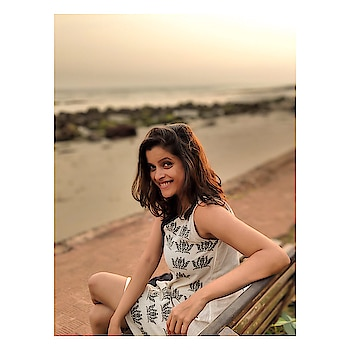 Always happy by the sea! #takemeback #sunset #vitaminsea #happyme #goadiaries #goals #beach #beachbum