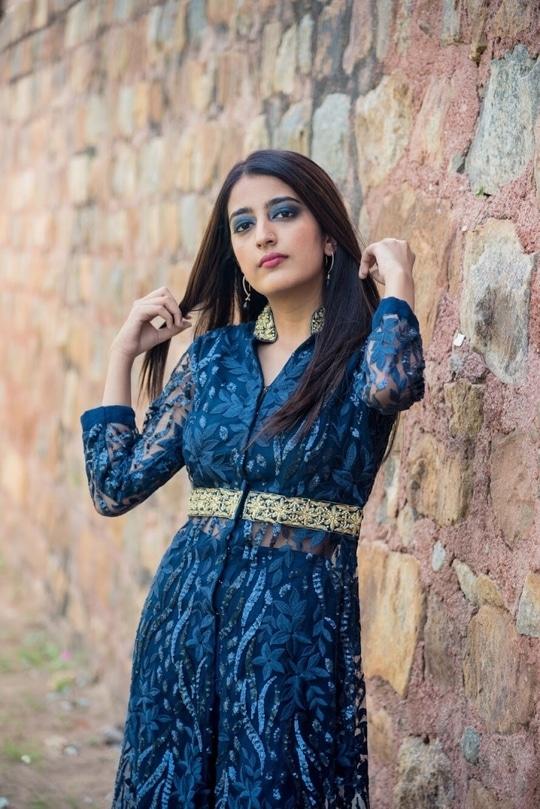    Happy Diwali everyone ❤️❤️⭐️ Lets work towards positivity and good vibes 💙 . 📷- @thepicturephactory Make Up- @sethsomai  . .  #howilikeit #howilikeitjournal #geetikasehgal #fashion #fashionblogger #blogger #indianfashionblogger #indianblogger #bloggersofinstagram #diwali #diwali2017 #diwalioutfit #blue #bluefordiwali #indinoutfit#indianfestival