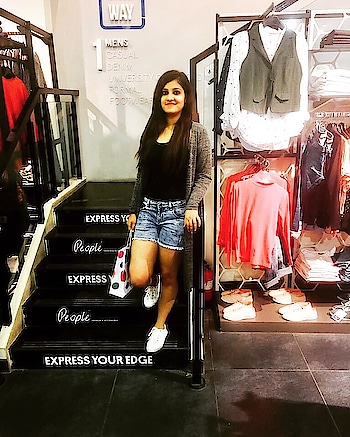 Beauty is not flawless, it shines even through your flaws!! 🖤 . . #shoppingspree #retailtherapy #latepost #midweek #style #fashion #blogger #blogging #like4like #l4l #likeforlike #followforfollow #f4f #follow4follow #followme #instagood #happy #iphonegraphy #goodmood #goodvibes #fashionblogger #indianblogger #ootd #ootdfashion #outfitoftheday #potd #pictureoftheday
