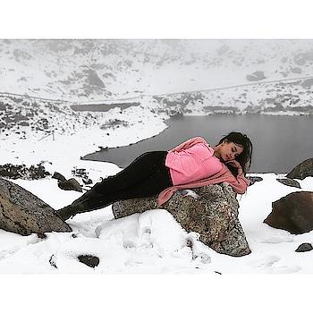 Cammon people .. Don't shy To Live YOURLIFE ,  because we got a one chance to live. #love #beautiful #nature #snow #snowfall #tawang #arunachalpradesh  #mytraveldiary #ps #pro #proneeta #proneetaswargiary #teamproneeta #travel #treveller