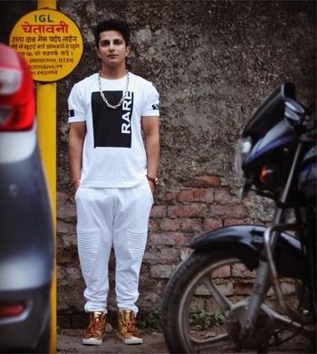 ⚠️ WARNING ⚠️ PIF - @rappermaddy  Look - @tiktauli 📷 - @akaproductionofficial  #rappermaddy #splitsvilla #mtv #hiphop #fashion #white #Gold #blogger #fashionblogger #indian #tiktauli #music #rapper