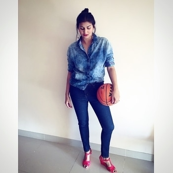 My adventures with the 🏀 are back 😝 Look 2 with THE DENIM SHIRT from @onlyindia is now live on the blog!  Don't you agree that denim on denim is the best thing everrrrrr? . . . Details:  Jeans : @forever21  Heels: @primark  Earrings: @baublebeads  Lipstick: @maccosmetics 'Ruby Woo' . . . . #thursday #lookbook #ootdmagazine #ootd #denimondenim #trend #fashion #fashionable #fashionista #fashionmoment #stylefile #stylediaries #classic #igdaily #newpost #outfitpost #soroposo