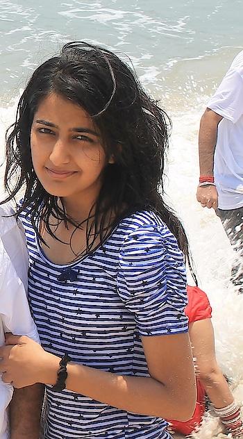 ||Short hair and beach days 👩🏻💦🌊 . . #howilikeit #howilikeitjournal #geetikasehgal #fashion #fashionblogger #blogger #shorthair #blackhair #throwbackthursday #throwback #stripes #beach #bythebeach #summer #summerfashion #stripesforsummer #beachdays