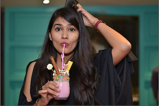 So I went to this crazy Place @Zerogravity , Had an amazing ambience, food and service. So this is the second time I went to the place and tried a lot of new food items. My favourite pick was this Unicorn Shake in my picture which is of my favourite pink color and tastes like bubblegum! It was yummylicious! 🌸 We tried various starters and ended with main course and perfect desserts ! You can see much more in my stories, Stay tuned 🦋 . . Shot by: @sumitphotography_ 💎 . . #fashion #lifestyle #food #blogger #fashionblogger #jaipur #jaipurblogger #jaipurbloggers #foodreview #foodblog #foodie #foodaddict #photography #bhukkadfam #fabebg #mytaste2k18 #treasuremuse 💕 #roposo #roposo-style #roposofood #roposoblogger #roposo-mood