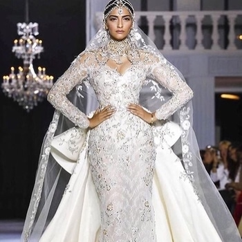 Dreamy couture on the ramp @sonamkapoor killing it in @ralphandrusso 😍😍😍 . . .  And @soojmooj giving some futuristic goals in @irisvanherpen  #pfw #parisfashionweek2017 #couturefashion