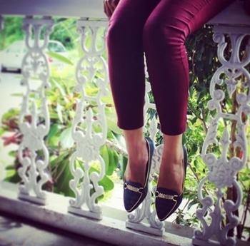 Just hanging by the porch! 💁🏻 #formalwear #shoefie #shoestyle #formalshoes #walkthetalk #fashionshoes #fashionforward #navy #shoelove #truelove #shoestore #trendalert