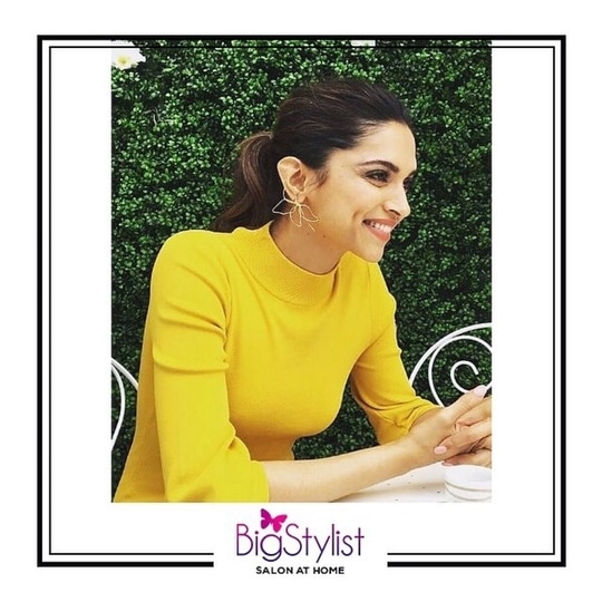 Loving @deepikapadukone's casual style with a bright yellow tee, a nude lip and a ponytail! Like this? Say a Hi on WhatsApp at 9920465699 for more such fantastic stuff! #deepikapadukone #fashion #style #beauty #hair #love #inspiration #women #celebritystyle #bollywood #celebrities #stayhomebeautiful #BigStylist