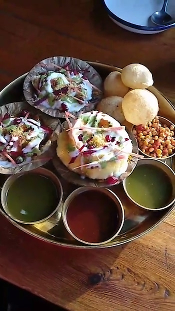 It's evening and just perfect time to savour this colourful and finger-licking good Delhi style chaat. 🤤😋😍✨ What are you having for snacks? 👻 . . . . Follow @mymeanderingmind_ for more updates! . . #lunch #goodafternoon #foodstagram #foodislife #vscofood #cooking#indianfood #delhite #delhigram #delhifoodblogger #desifoodblog #indiancuisine #spicyfood #foodcoma #foodstagram #vegansofinstagram #veganlove #vegan  #travelgram #foodphotography #flatlay #foodphoto #homecook #nomnomnom #instagood #vscocam #mymeanderingmind #mumbaifoodie #picoftheday #food52