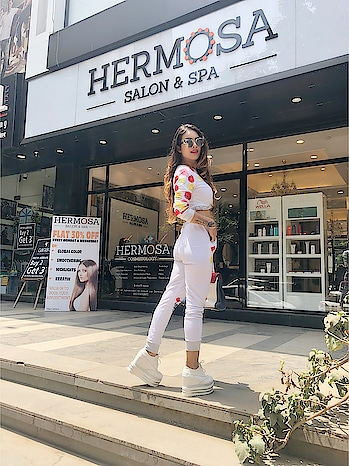 """Happy Pampering Saturday at My Favourite HERMOSA SALON & SPA 😍😍😍 : Guys must mist visit this place to get all kinda Beauty and Cosmetology Services , don't forget to Use my Code """"HERMOSA_NEHA"""" To Avail 40-50% off on services 😍😍 : #happysaturday #saturdayvibes #happyweekend #pampering #pamperingday #pamperingtime #pamperingmyself #pamper #happytimes #girlythings #beauty #beautybloger #cosmetology #cosmetics #hermosasalonandspa #styleicon #bloggerstyle #fashionblogger #nehamalik #model #actor #diva #blogger #instagood"""
